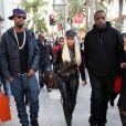 Nicki Minaj fait du shopping sur Rodeo Drive à Beverly Hills accompagnée de son garde du corps et de son bras droit Scaff Beezy. Le 20 décembre 2012.