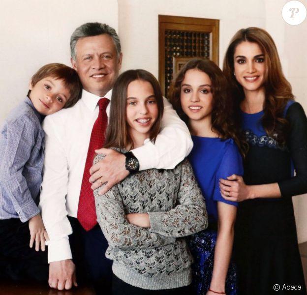 Le roi Abdullah II de Jordanie et la reine Rania avec leurs Hashem, Salma, et Iman photographiés pour les voeux du Nouvel An 2013.