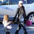 Halle Berry avec son adorable fille Nahla sur le chemin de l'école à Beverly Hills, Los Angeles, le 8 janvier 2013