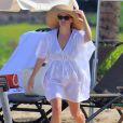 Reese Witherspoon passe le début d'année au soleil à Hawaï avec son mari Jim Toth, leur bébé Tennessee, et les enfants de l'actrice Deacon et Ava. Le 2 janvier 2013.