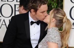 Kristen Bell très enceinte et amoureuse aux Golden Globes 2013