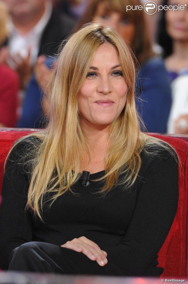Mathilde Seigner pendant l'enregistrement de l'emission Vivement Dimanche à Paris le 9 octobre 2012.