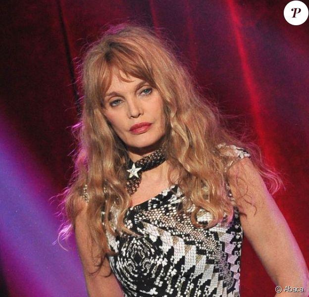 Arielle Dombasle le 24 septembre 2012 lors de l'émission 300 Choeurs Pour La Vie