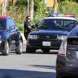 Mila Kunis and Ashton Kutcher ont passé leur dimanche ensemble, entre la marche et un petit contrôle banal pour vérifications des papiers par la police, à West Hollywood, Los Angeles, le 19 janvier 2013.
