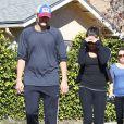 Ashton Kutcher et Mila Kunis se promènent dans les rues d'Hollywood, le 19 janvier 2013.