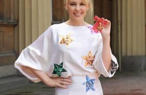 PHOTOS : Kylie Minogue, très fière de sa nouvelle médaille !