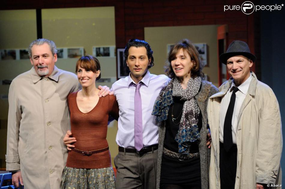 Serge Noël, Marie Chavelot, Darius Kehtari, Virginie Lemoine et Michel Tavernier pour la première de Brigitte, directeur d'agence, au Vingtième Théâtre à Paris, le 16 janvier 2013.