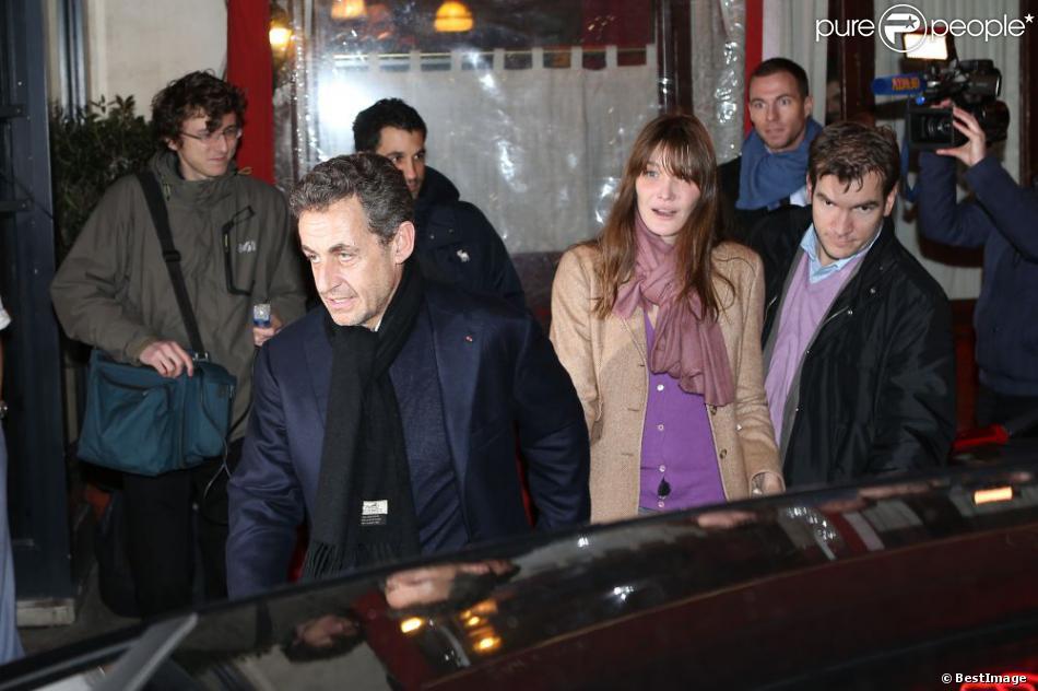 Nicolas Sarkozy et sa femme Carla Bruni lors de son anniversaire le 28 janvier 2013 au restaurant Giulio Rebellato à Paris