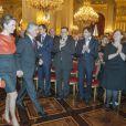 La princesse Mathilde de Belgique se distinguait par un chemisier orange. Le roi Albert II de Belgique et la reine Paola, le prince héritier Philippe et la princesse Mathilde, la princesse Astrid et le prince Lorenz, le prince Laurent et la princesse Claire lors de la réception du Nouvel An pour les autorités et personnalités du pays, au palais Laeken le 29 janvier 2013.