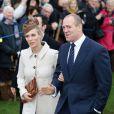 """""""Zara Phillips et Mike Tindall lors du Noël de la famille royale à Sandringham, le 25 décembre 2012"""""""