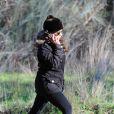 Monica Cruz enceinte promène ses chiens à Madrid le 21 Janvier 2013. L'actrice a avoué il y a peu avoir fait un enfant toute seule.