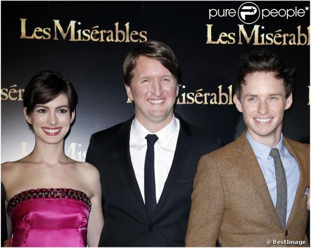 Anne Hathaway, Tom Hooper et Eddie Redmayne lors de l'avant-première du film Les Misérables à Paris sur les Champs-Elysées le 5 février 2013