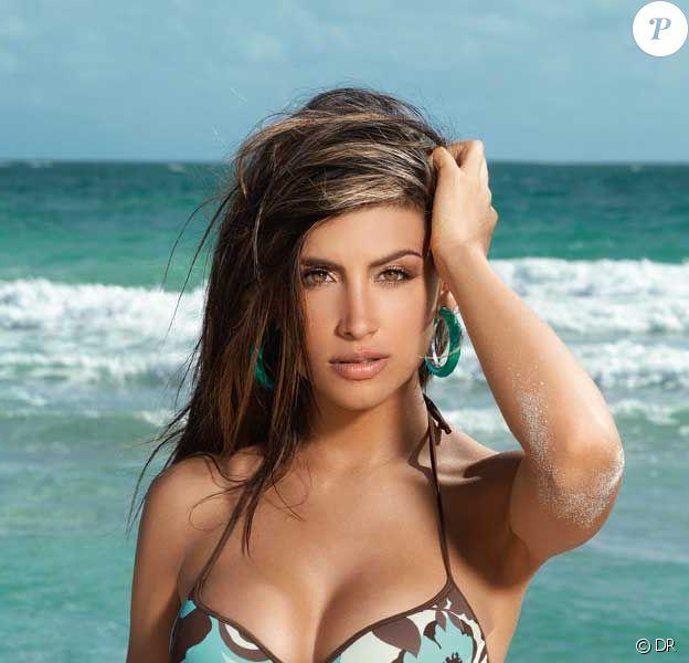 Jessica Cediel pose pour la marque de bikinis Chamela.