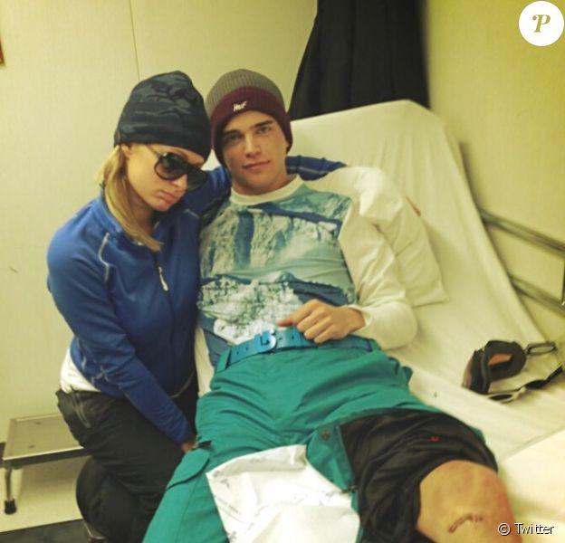 Paris Hilton a posté des photos de l'accident sur son profil Twitter le 18 février 2013.