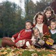 Portrait de la princesse Mathilde de Belgique avec ses quatre enfants pour son 40e anniversaire, célébré le 20 janvier 2013.