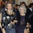 La reine Sofia d'Espagne et Cayetana Fitz-James Stuart, 18e duchesse d'Albe, au vernissage d'une exposition sur l'héritage de la Maison d'Albe, le 18 décembre 2012.