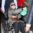 Emmmanuelle Riva, au lendemain de son César de la meilleure actrice pour  Amour , débarque à l'aéroport LAX de Los Angeles le 23 février 2013, à la veille des Oscars.