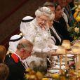 Y a-t-il du cheval au menu, Charles ? La reine Elizabeth II lors de la réception à Windsor de l'émir du Koweit fin 2012