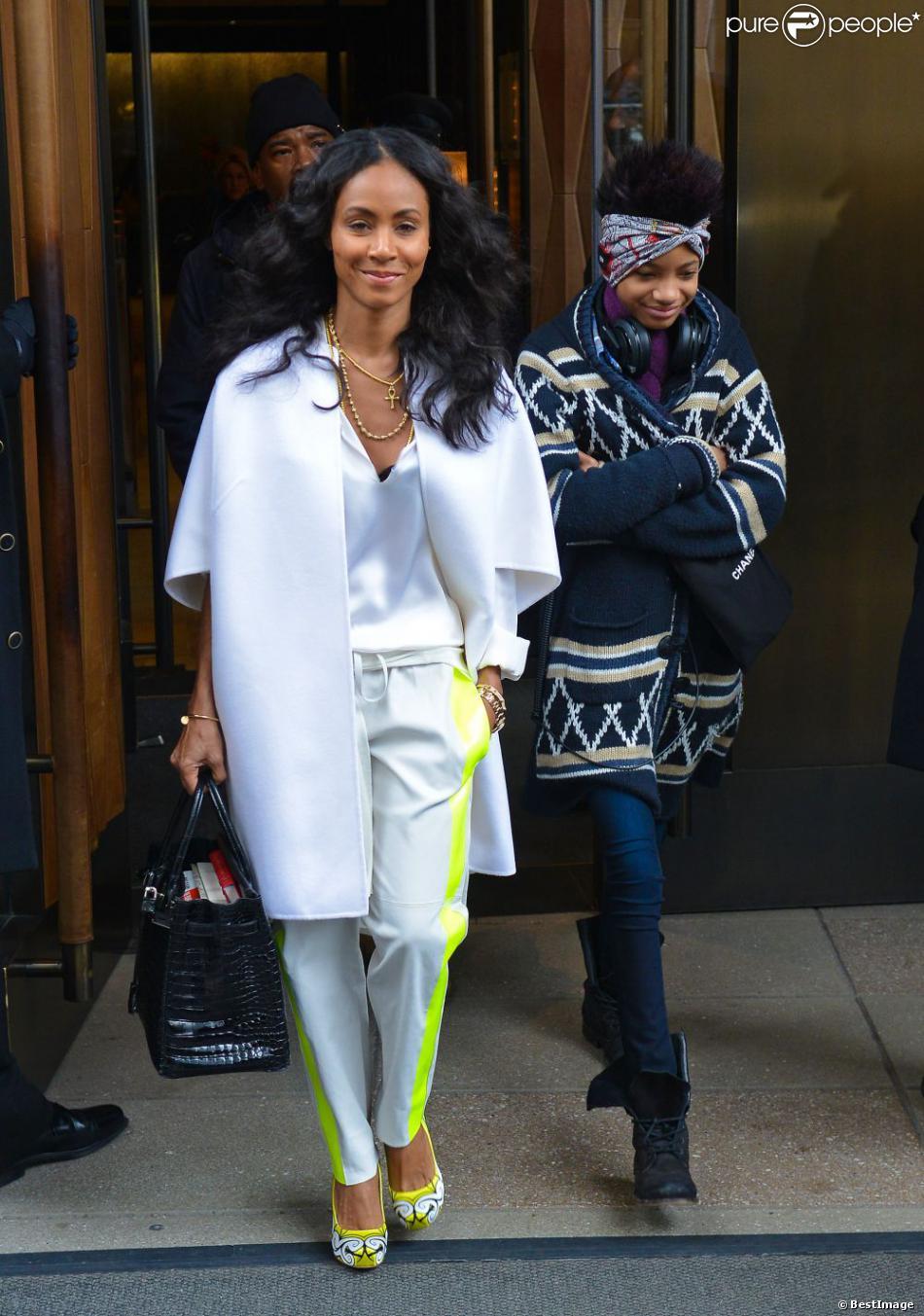 Jada Pinkett Smith et sa fille Willow quittent leur hôtel à New York, le 26 février 2013.