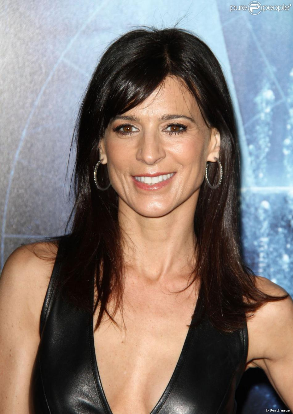 Perrey Reeves Photos