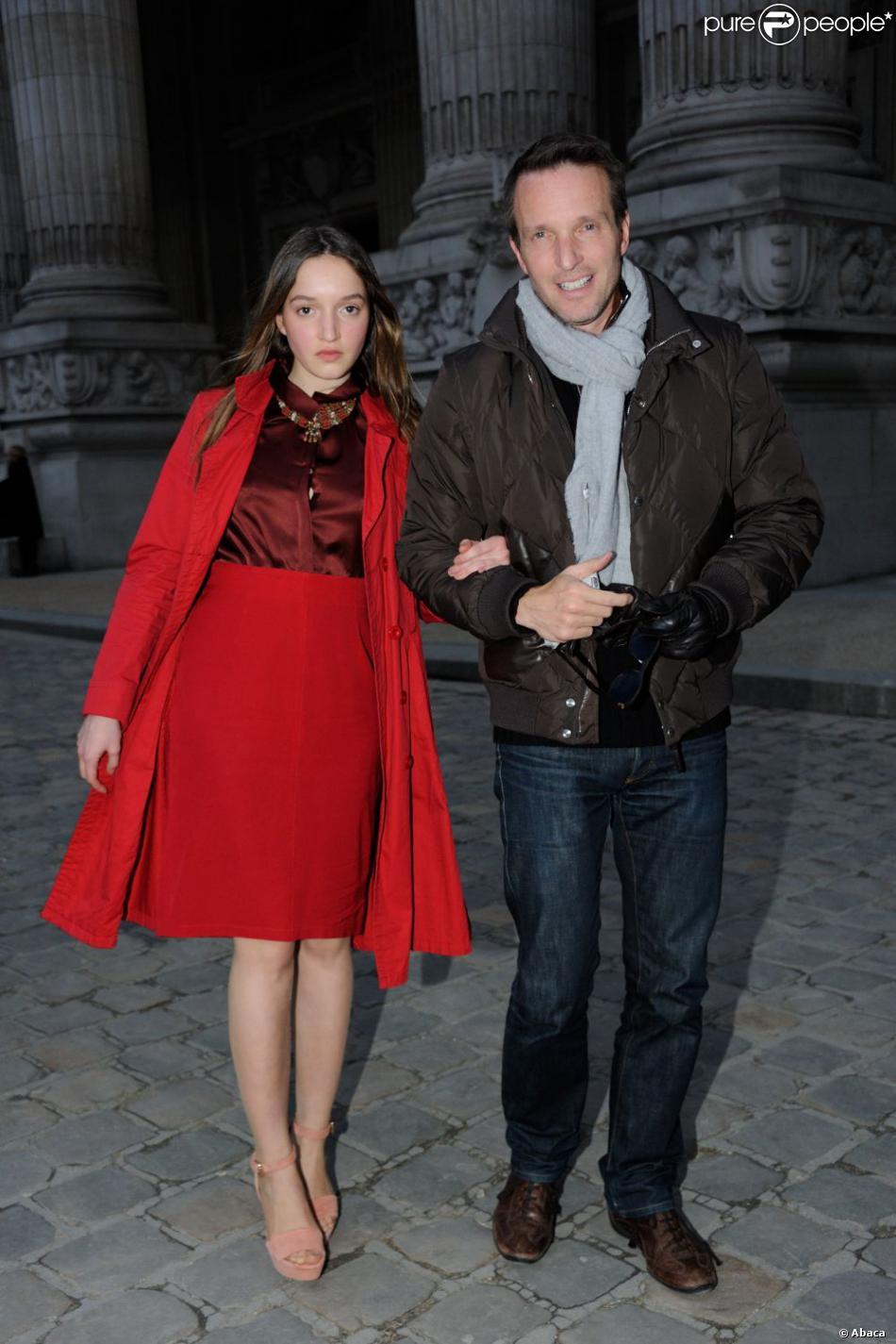 St phane rotenberg et sa fille arrivent au grand palais pour le d fil vanessa bruno paris le - Stephane marie et sa compagne ...