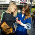 Jessica Alba et son amie Kelly Sawyer quittent la Samaritaine à l'issue du défilé Kenzo automne-hiver 2013. Paris, le 3 mars 2013.