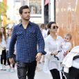 Kourtney Kardashian, son conjoint Scott Disick et leur fille Penelope font du shopping à Beverly Hills. Le 18 février 2013.