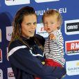 Laure Manaudou et sa fille Manon lors des championnats d'Europe petit bassin du 24 novembre 2012 à Chartres