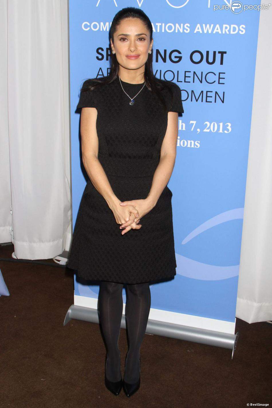 Salma Hayek, ambassadrice mondiale de la Avon Foundation for Women, s'engage contre les violences faites aux femmes et assiste aux Avon Communications Awards: Speaking Out About Violence Against Women au siège de l'ONU. New York, le 7 mars 2013.