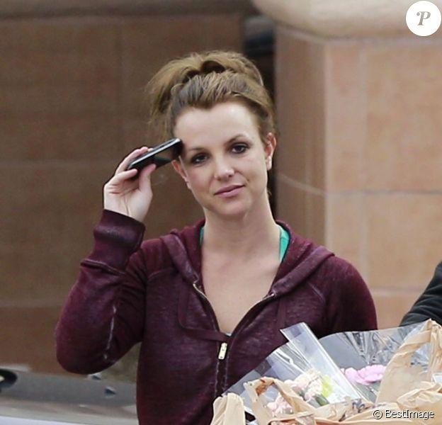 La chanteuse Britney Spears faisant ses courses dans un supermarché de Los Angeles, le vendredi 8 mars 2013.