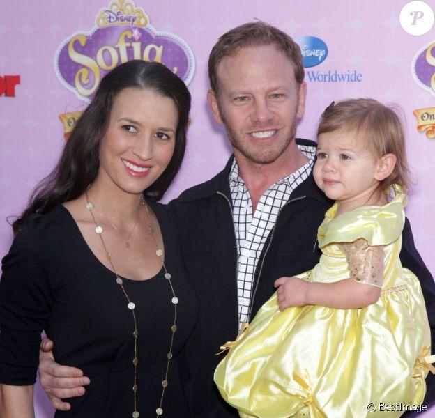 Ian Ziering avec sa femme Erin et leur fille Mia à Los Angeles, le 10 novembre 2012.