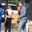 Ian Ziering se rend à la ferme aux citrouilles avec sa femme Erin et leur fille Mia à West Hollywood, le 6 octobre 2012.