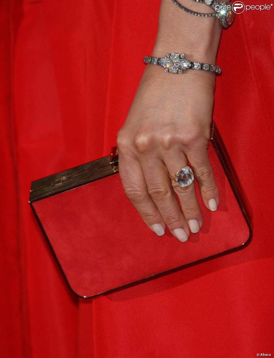 Jennifer Aniston et sa superbe bague de fiançailles lors des Oscars ...