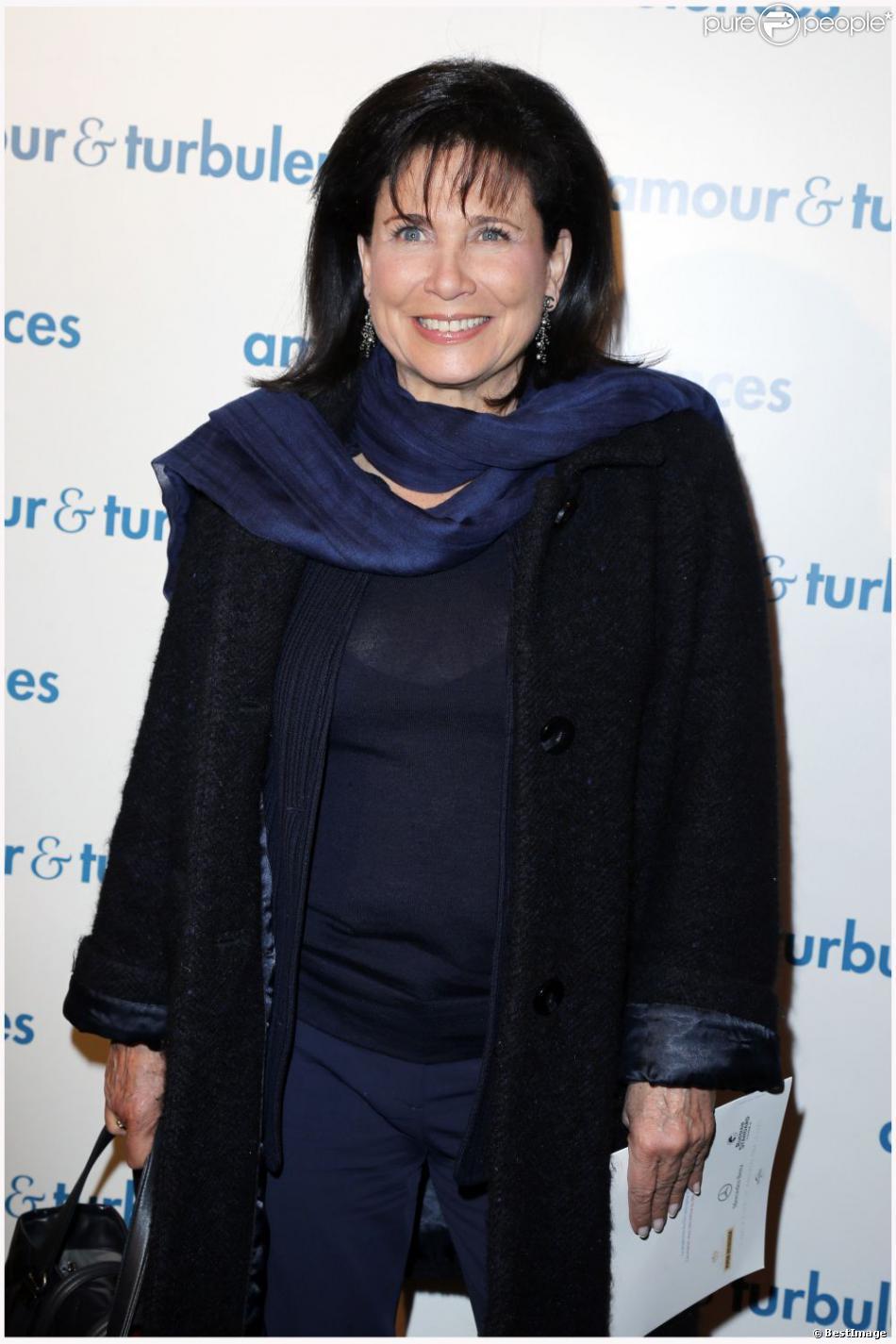 Anne Sinclair tout sourire à la première du film Amour & Turbulences au Publicis, Paris, le 18 mars 2013.