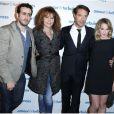Jonathan Cohen, Clémentine Célarié, Nicolas Bedos, Ludivine Sagnier posent à la première du film Amour & Turbulences au Publicis, Paris, le 18 mars 2013.