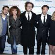 Alexandre Castagnetti, le réalisateur entouré de Jonathan Cohen, Clémentine Célarié, Nicolas Bedos et Ludivine Sagnier lors de la première du film Amour & Turbulences au Publicis, Paris, le 18 mars 2013.
