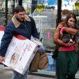 """""""Tom Hardy et Noomi Rapace sortent d'une animalerie sur le tournage du film Animal Rescue à Brooklyn, New York, le 18 mars 2013."""""""