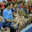 Brian Lynch le mari de Kim Clijsters et leur fille Jada, lors d'un match à New York, le 1er septembre 2012.