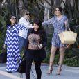 """Les soeurs Kardashian et leur """"momager"""" Kris Jenner à Los Angeles. Le 29 mars 2013."""