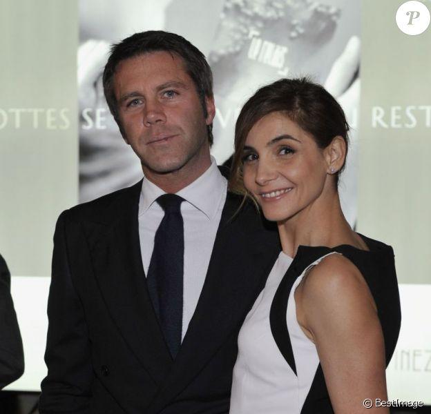 Clotilde Courau pouvait compter sur le soutien de son mari le prince Emmanuel Philibert de Savoie à Cannes le 8 avril 2013, où elle venait présenter lors du 50e Mip TV la série La Source réalisée par Xavier Durringer.