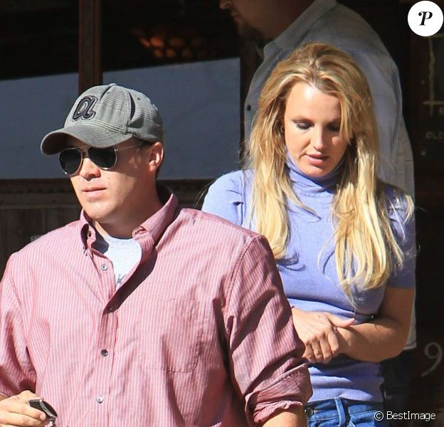 Britney Spears et son petit ami David Lucado à la sortie d'un rastaurant à Agoura Hills le 12 avril 2013.