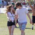 Emma Roberts et Evan Peters au 2e jour du Festival de musique de Coachella à Indio le 13 avril 2013.
