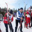 Le prince Haakon et la princesse Mette-Marit de Norvège prêtaient main-forte à la princesse Märtha-Louise, le 13 avril 2013 à Beitostolen, à l'occasion de la course Ridderrennet, événement dédié aux personnes handicapées. La princesse Ingrid Alexandra et le prince Sverre Magnus étaient également présents.