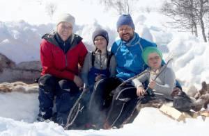 Haakon et Mette-Marit de Norvège : Chamallows et rires enneigés avec les enfants