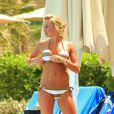 Alex Curran, épouse du footballeur Steven Gerrard, se dore la pilule à Dubaï. Une sacrée veinarde qui porte le bikini comme personne !