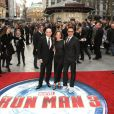 Sir Ben Kingsley, Susan Downey et Robert Downey Jr. vedettes de la première d'Iron Man 3 à l'Odeon Leicester Square, Londres, le 18 avril 2013.