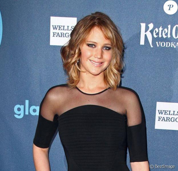 Jennifer Lawrence pose à la 24e cérémonie des GLAAD Media Awards au JW Marriott à Los Angeles, le 20 avril 2013.