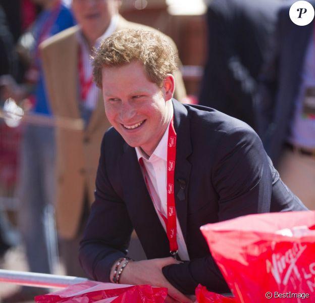 Le prince Harry à l'arrivée du marathon de Londres, le 21 avril 2013