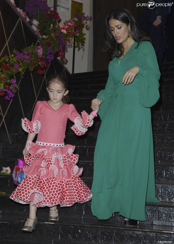 Salma Hayek et sa fille Valentina à la soirée de Gala Les P'tits Cracks au Pavillon Champs-Elysées à Paris, le 25 avril 2013.