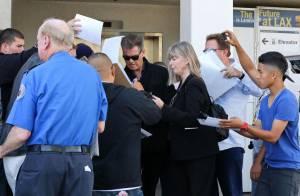 Pierce Brosnan et sa femme Keely Shaye Smith s'offrent un langoureux baiser